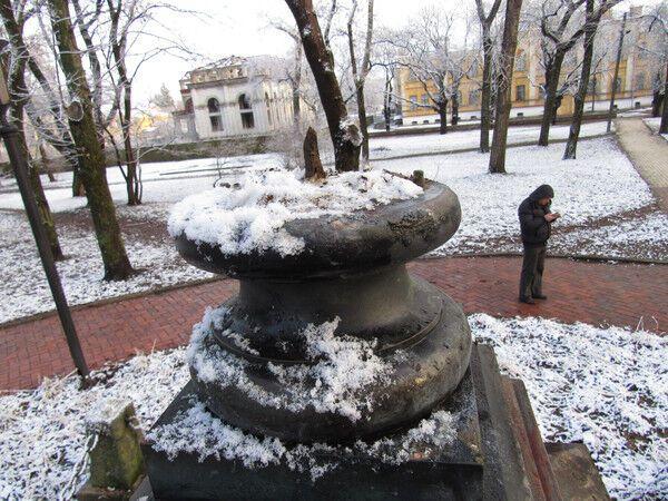 """""""Нужно казнить"""": нападение вандалов на памятник в Чернигове разъярило сеть"""