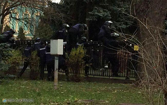Протестувальники визволили Саакашвілі з авто силовиків і прийшли під Раду