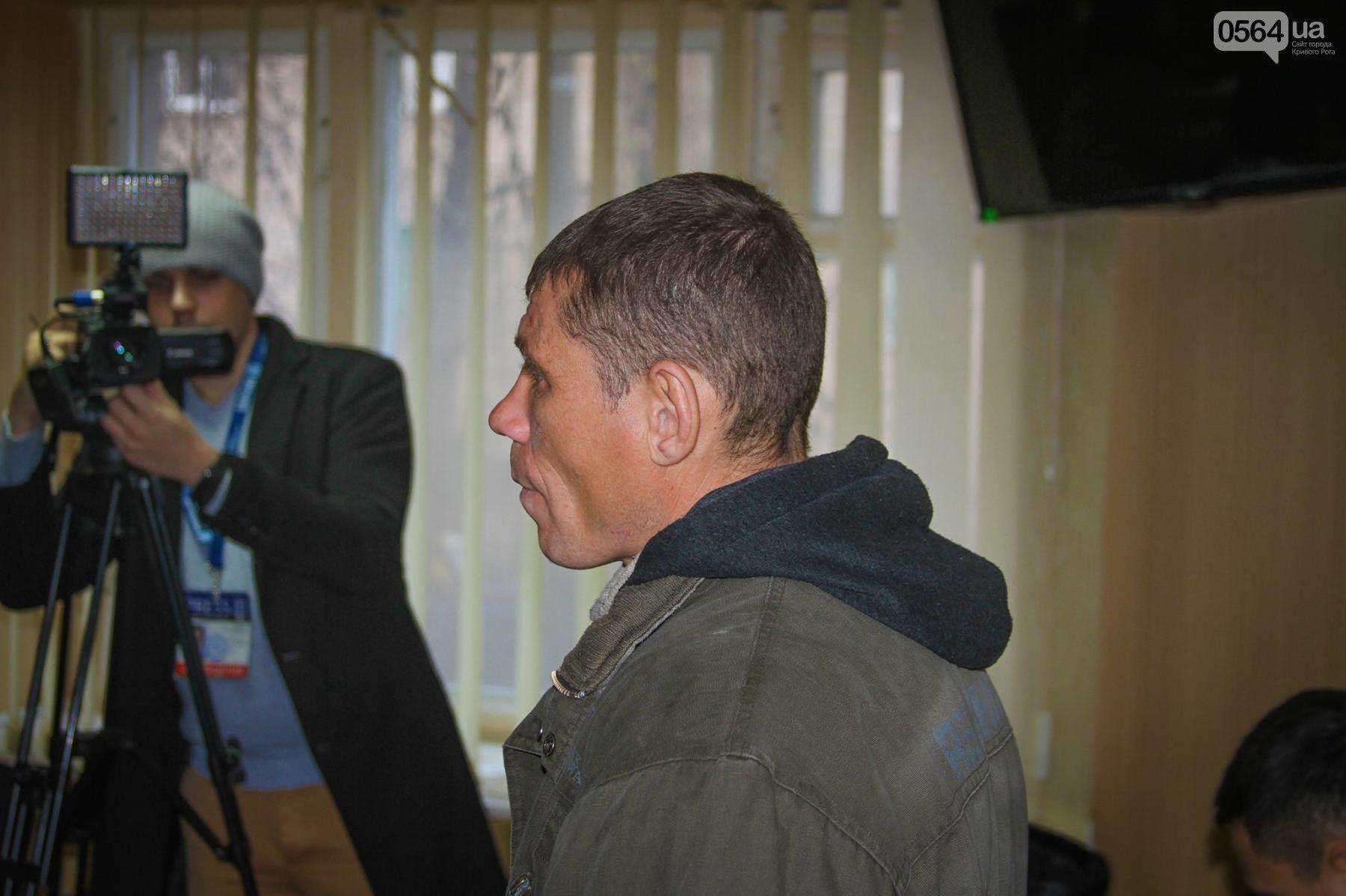 """""""Готовий йти в АТО"""": вандал, який познущався над прапором України, публічно покаявся"""