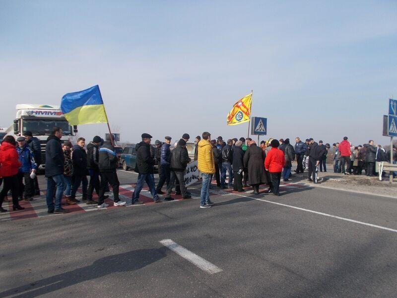 Лазорковци перекрили трасу на знак протесту