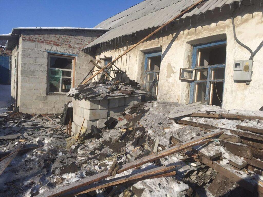 Утренний обстрел Авдеевки: на улице нашли тело погибшей женщины