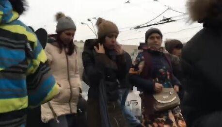 """""""Вы меня поняли?!"""" Житель Киева жестко проучил цыган-карманников"""