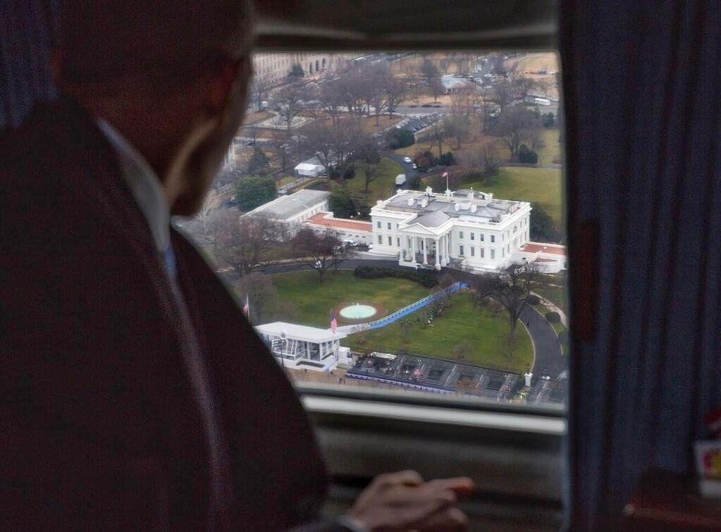 Бывший фотограф Обамы решил потроллить Трампа в Instagram
