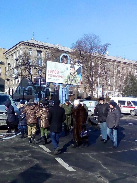 """Устроили представление: в театре """"ДНР"""" выставили гроб с Гиви"""