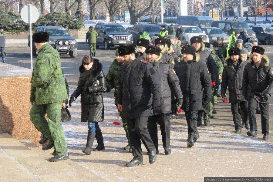 """Удостовериться пришли: в """"ДНР"""" похвастались очередью, """"как в мавзолей"""", на похоронах Гиви"""