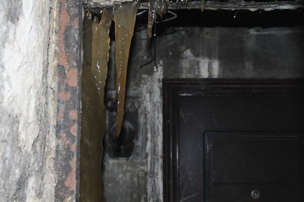 Скоро паломники потянутся: в России сожженый фекальный столб начал расти с удвоенной силой
