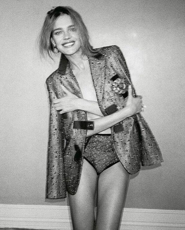 Знаменитая модель поразила растяжкой на страницах модного глянца
