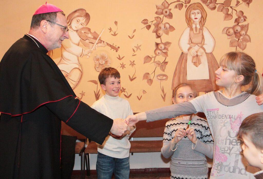 """€200 тысяч для Авдеевки: Ватикан инициирует """"мгновенную чрезвычайную"""" помощь"""