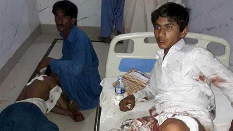 Кривавий теракт у Пакистані: на території святині підірвали 70 осіб