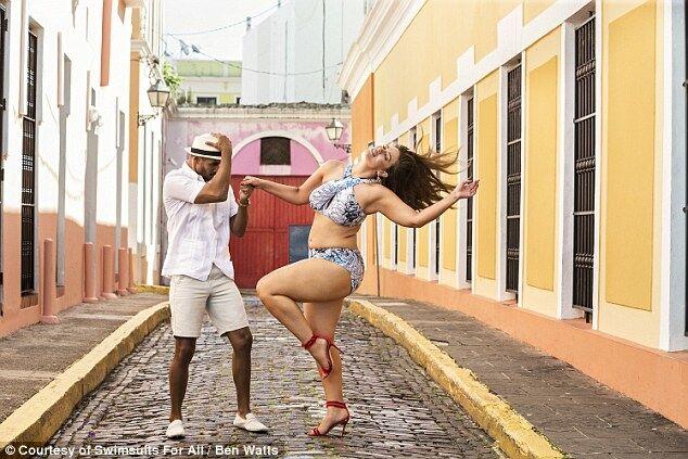 Знаменитая пышнотелая модель вызвала ажиотаж новыми фото в бикини