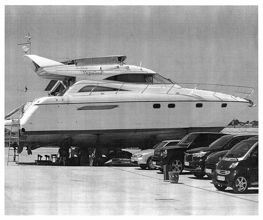 """Это не Монако: яхта Госэкоинспекции стала """"местом релакса сильных мира сего"""""""