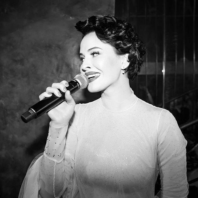 """Украинская сексапильная певица показала, как хорошо владеет """"ртом"""""""