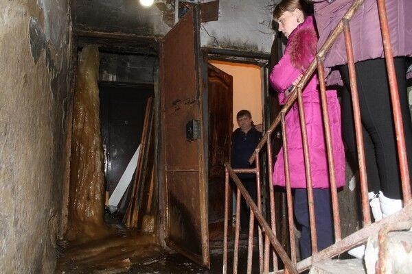 Новина дня: соцмережі шокував двометровий фекальний стовп у російському домі
