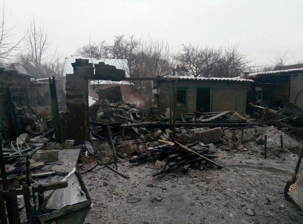 Террористы обстреляли мирных жителей в Авдеевке: есть жертва и раненые
