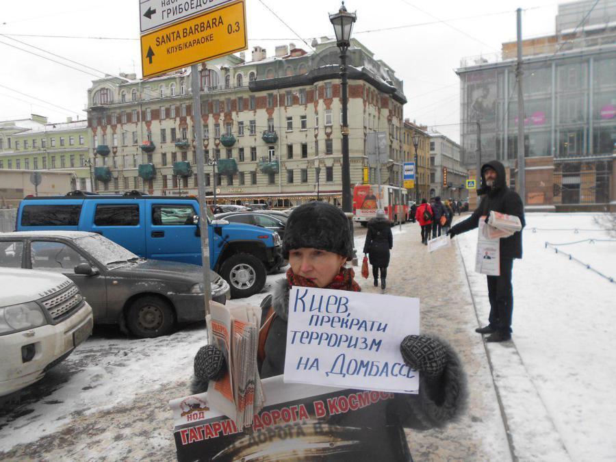 Россия теперь любит Домбасс!