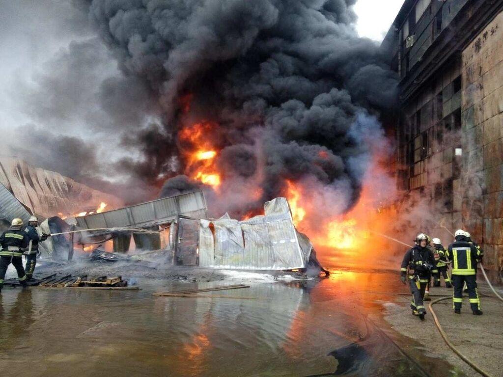 В Киеве произошел масштабный пожар на судостроительном заводе