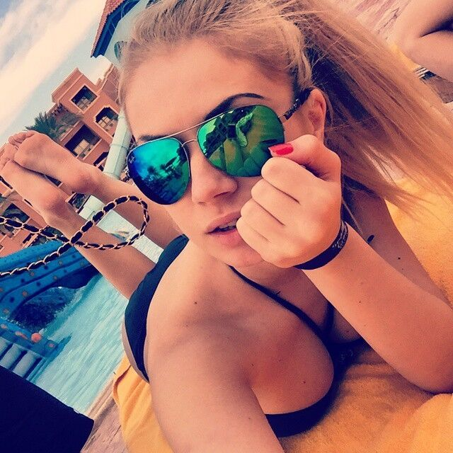 """Пишногруду наречену українського футболіста загнобили в мережі за """"кісо""""-зовнішність"""