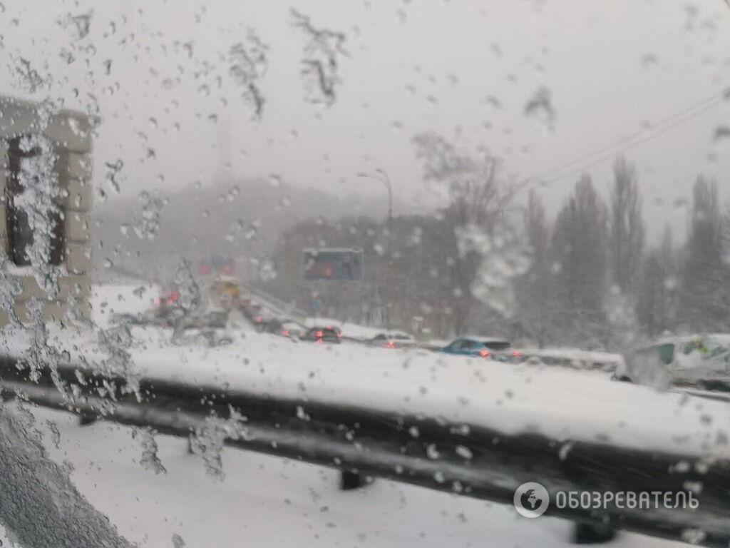 Снегопад остановил Киев: на дорогах массовые ДТП и жуткие пробки