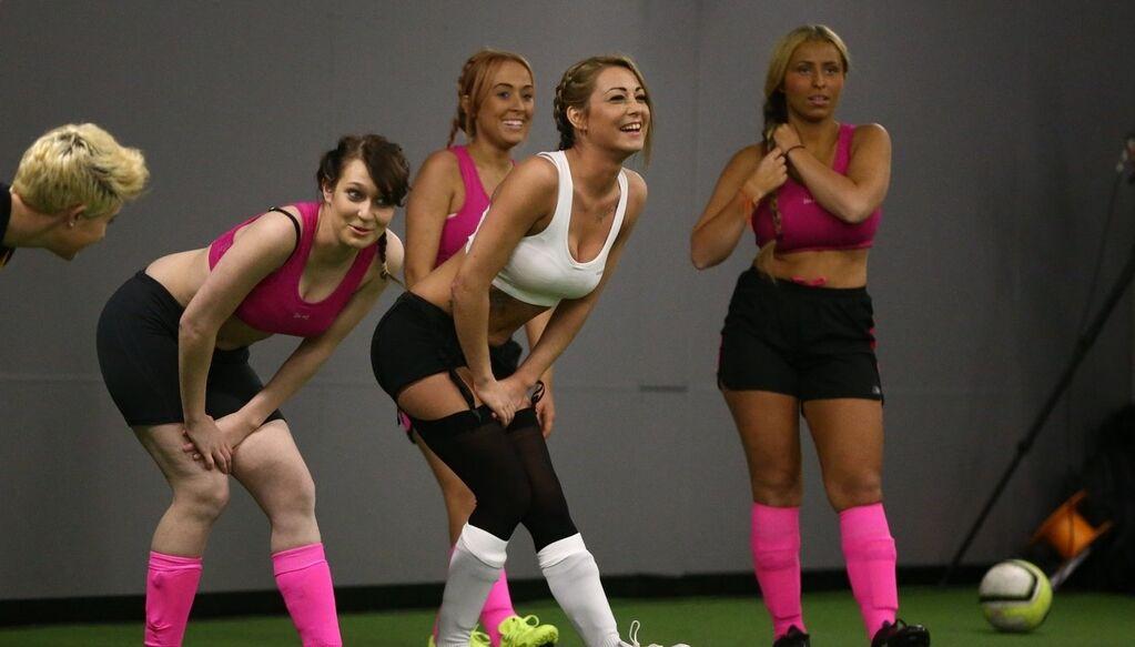 Долой одежду. Придуман сексуальный способ поднять популярность женского футбола