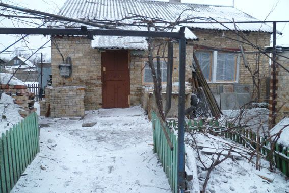 Гибель подростка на Донбассе: опубликованы фото последствий обстрела Курдюмовки