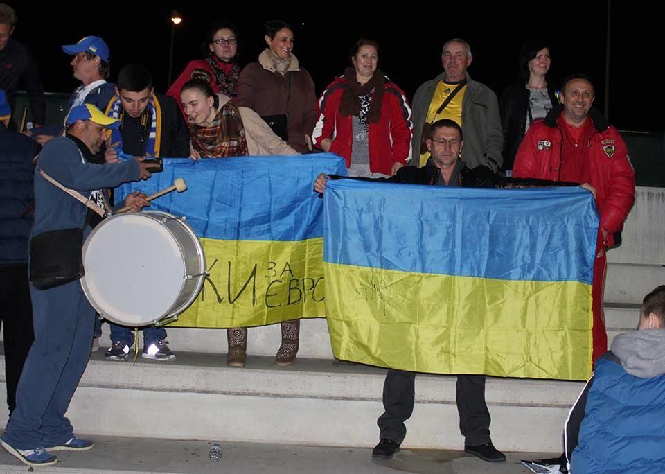 Знаменитые футболисты спели в Испании гимн Украины: яркое видео
