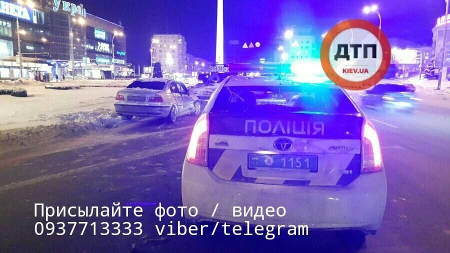 В Киеве девушки устроили жесткое ДТП на перекрестке