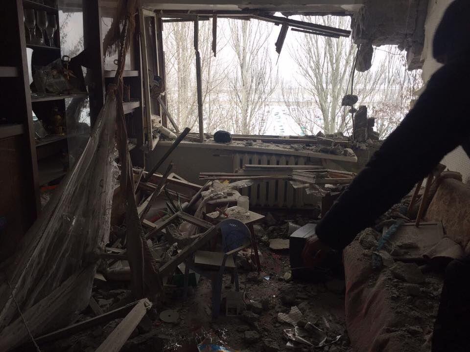 """""""Трупы не показываю"""": журналист опубликовал ужасающие фото разрушенной Авдеевки"""