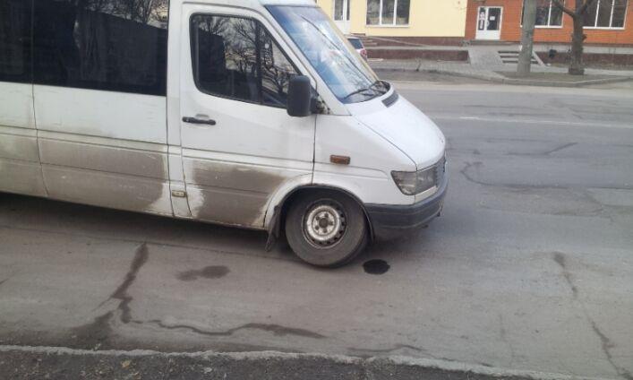 В Запорожской области маршрутка развалилась на ходу (ФОТО)