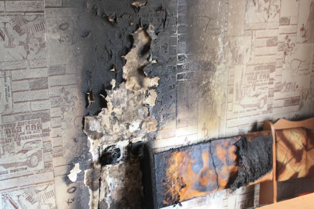 В Запорожье из горящей квартиры вынесли маленьких детей (ФОТО)