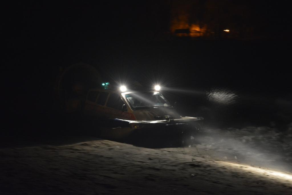 Робинзоны по-запорожски: в области спасли рыбаков, застрявших на острове (ФОТО)