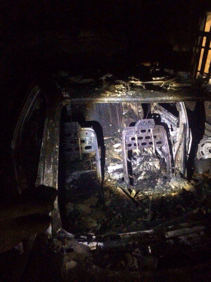 В Запорожской области сгорел гараж с иномаркой (ФОТО)