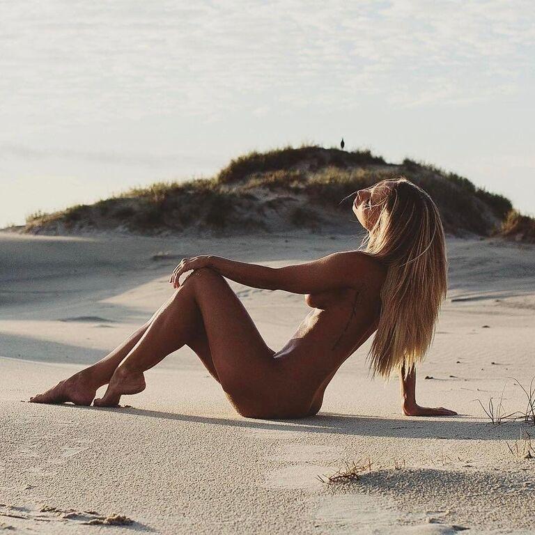 Фитнес-модель заработала состояние благодаря откровенным фото в Instagram
