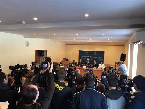 пресс-конференция во время квалификационного оценивания