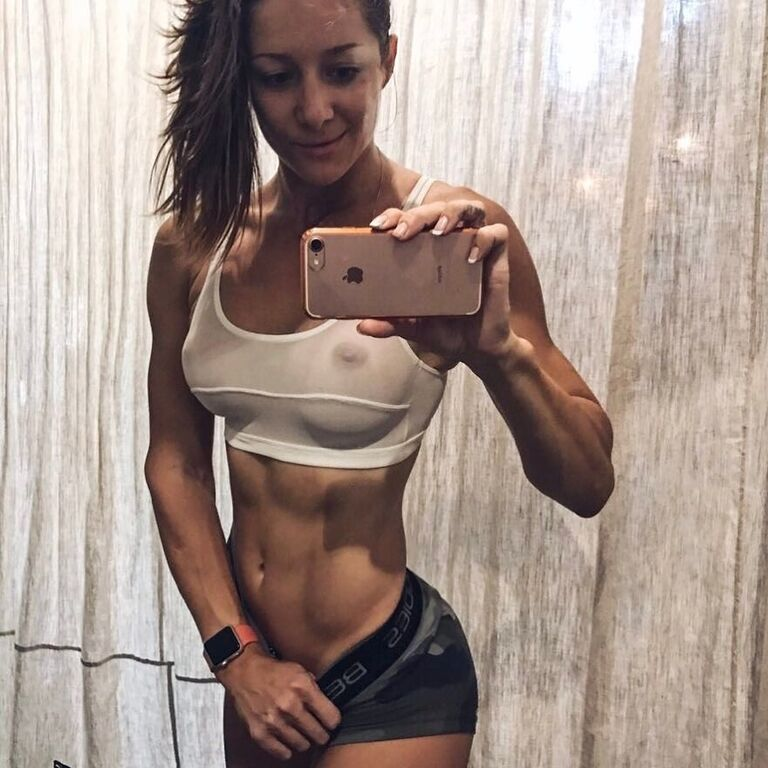 Популярная фитнес-тренер из России порадовала поклонников голой фотосессией