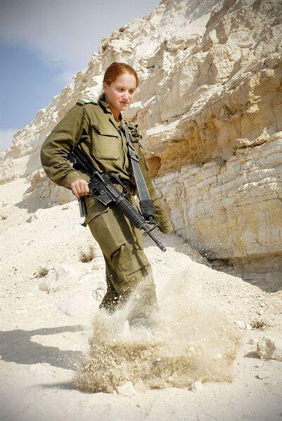 Военнослужащая Израиля