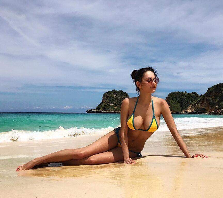 Фитнес-модель из России стала звездой Instagram благодаря огромному бюсту