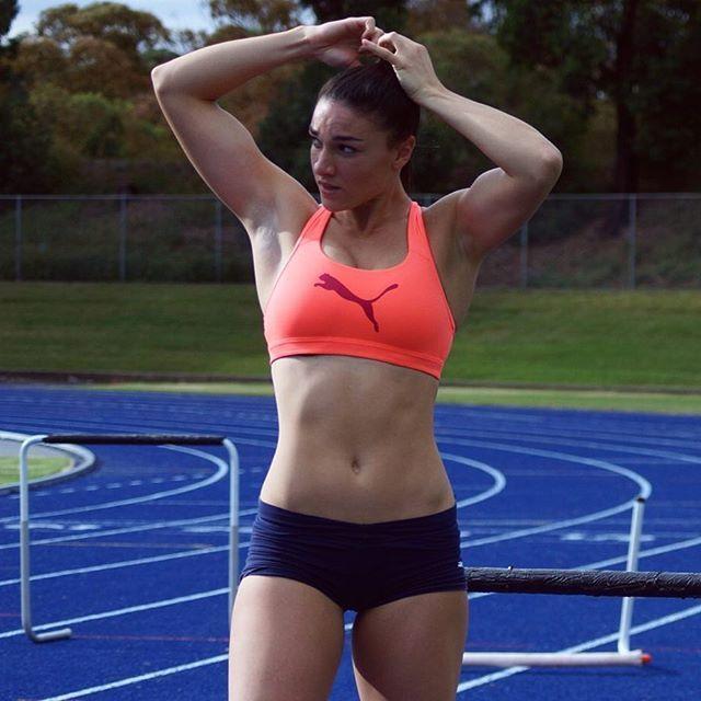 Популярной легкоатлетке советуют завершить карьеру из-за соблазнительного видео в Youtube