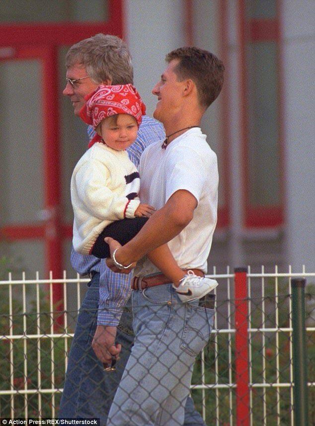 Юная Джина с отцом - 2000 год