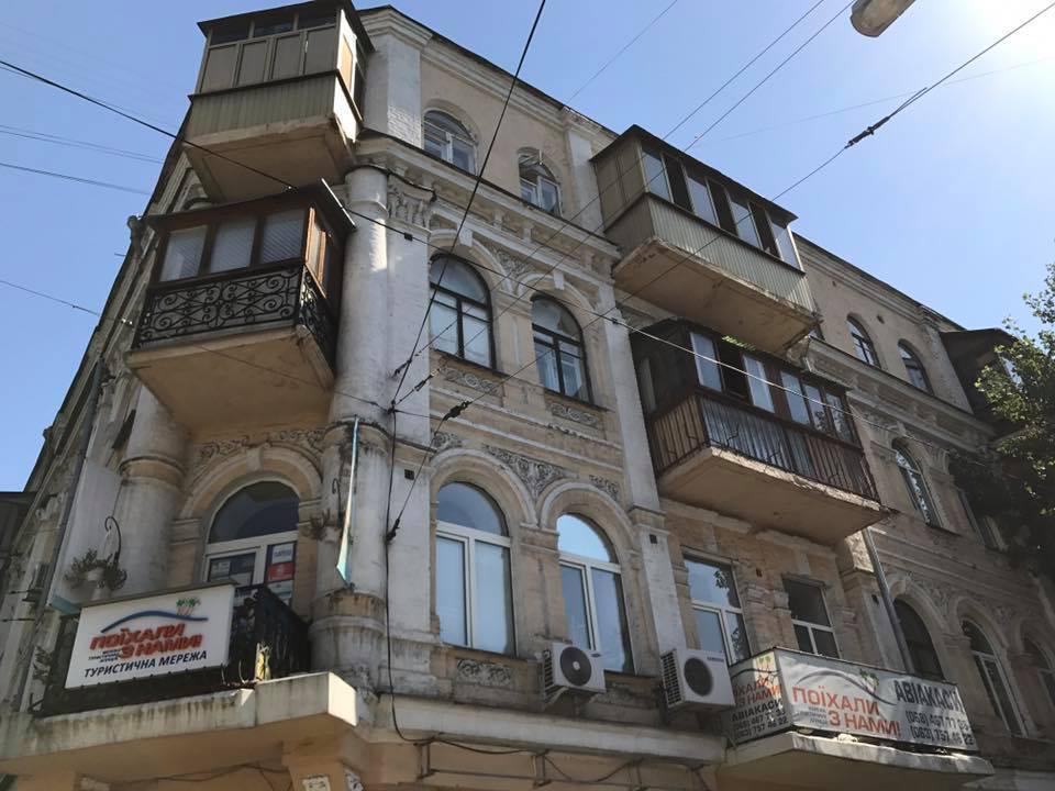 Как изуродовать дом 19-го века: в сети показали наглядный пример из Киева
