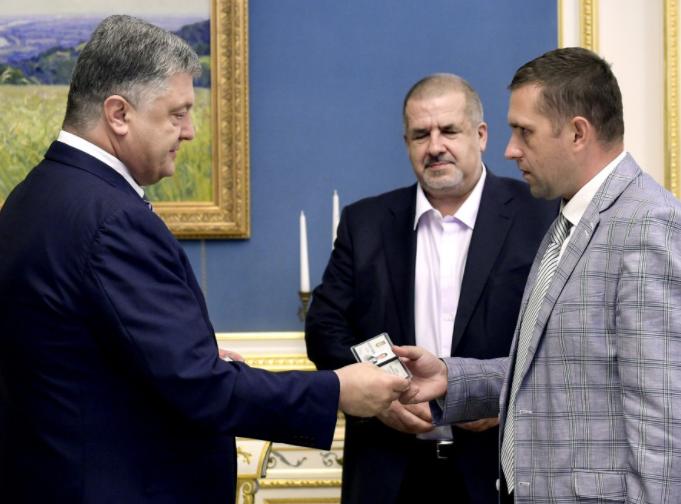 Порошенко назначил ответственных завозвращение Крыма чиновников