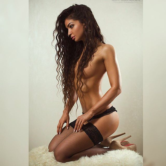 Чемпионка России по фитнес-бикини похвасталась обнаженной фотосессией