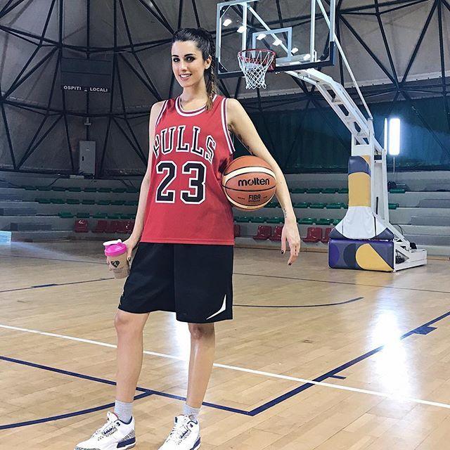 Уникальная модель-баскетболистка порадовала фанатов соблазнительной фотосессией