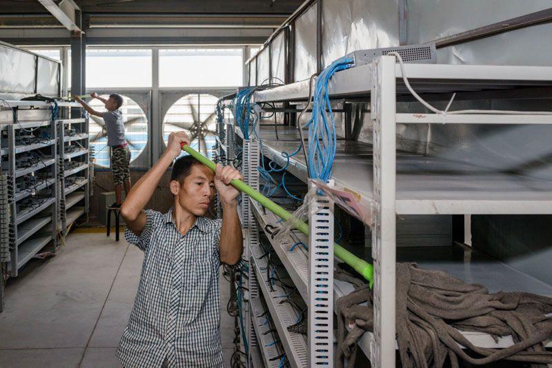 Біткойн і як його добувають: з'явилися фото однієї з найбільших ферм