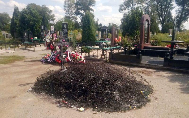 Могилу солдата АТО отыскали дотла сожженной вДонецкой области