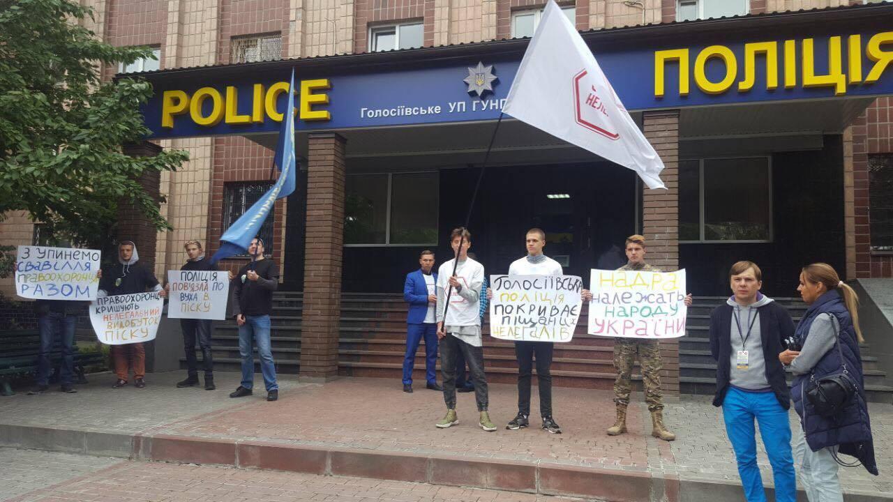 Незаконная добыча песка в Киеве: в полиции дали неожиданное обещание