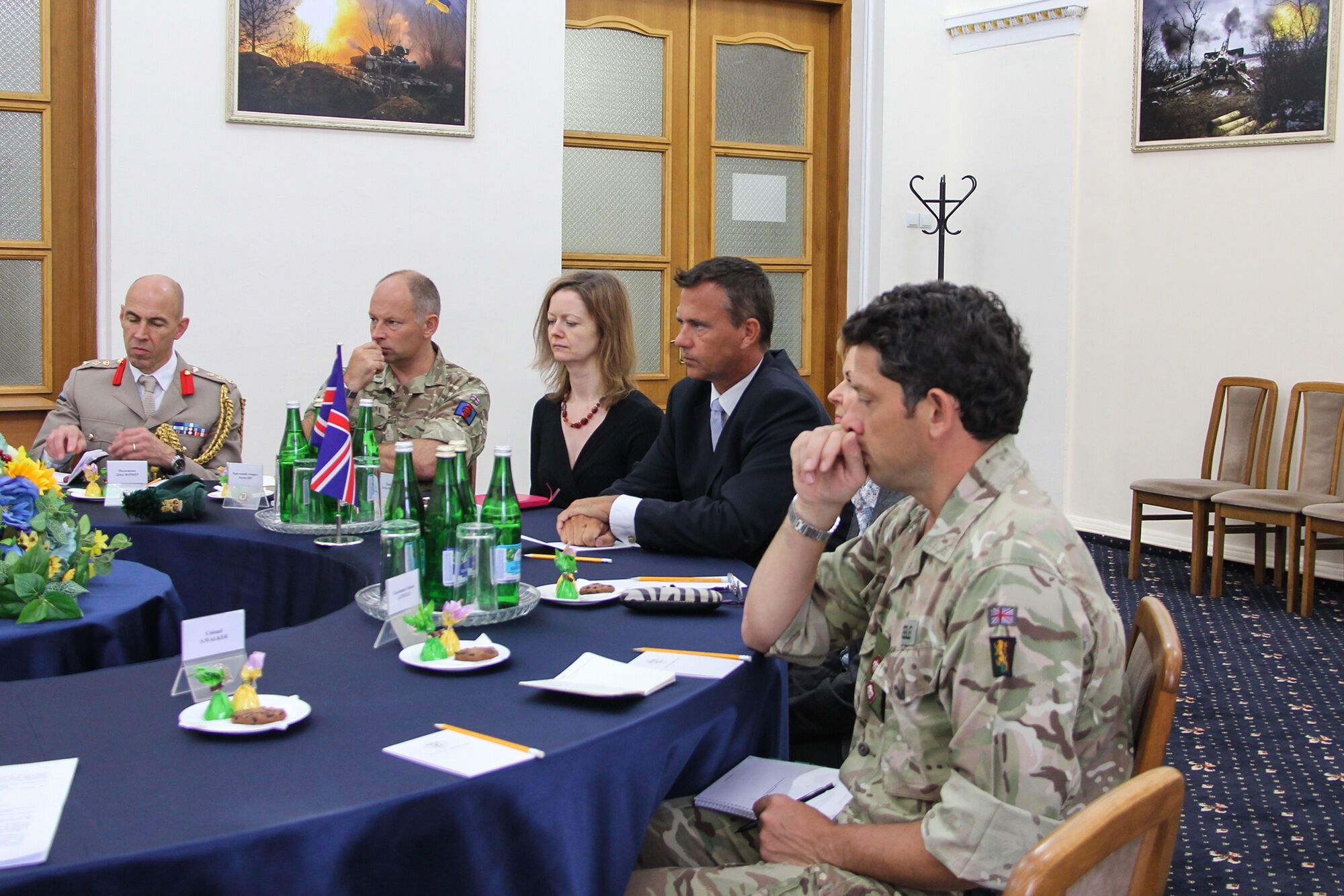 Руководитель МОУкраины сказал министраВС Великобритании оситуации вДонбассе