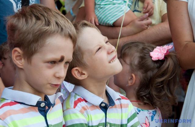 Близнецы идвойняшки установили рекорд Украины: очаровательные фото
