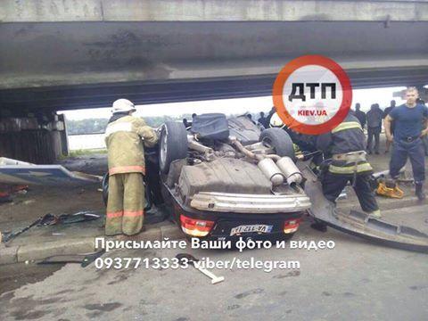 Вцентре столицы Украины разъяренный шофёр разбил 5 авто