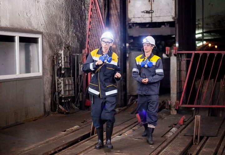 Футболист сборной Украины попробовал добыть уголь, спустившись в шахту