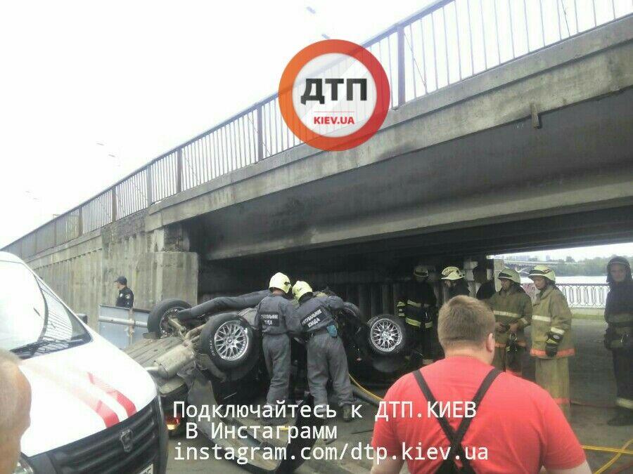Вцентре столицы Украины вДТП столкнулись 6 авто